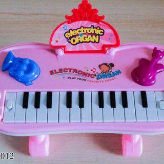 Hộp đàn organ pin hồng 9012