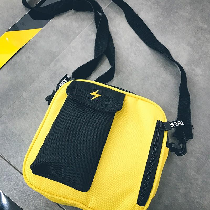 กระเป๋าแบรนด์ Tide ผู้ชายซูเปอร์ไฟกระเป๋าสี่เหลี่ยมเล็ก ๆ ฟ้าผ่าปักกระเป๋า Messenger ไหล่เดียวฮิปฮอปชาย小小ถุงเล็กตีสีแนวโ