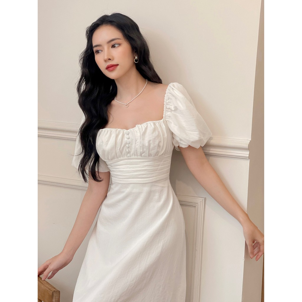Mặc gì đẹp: Bồng bềnh với RECHIC Đầm Polana màu trắng cổ vuông tay phồng dáng dài nhún ngực nhẹ nhàng dễ thương