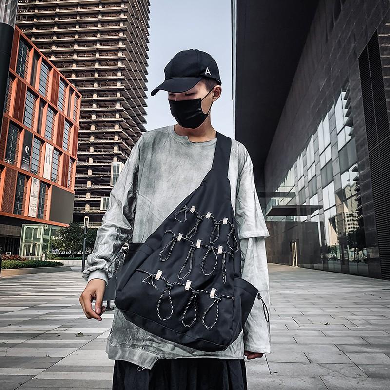กระเป๋าแบรนด์ Tide ผู้ชายความจุขนาดใหญ่สะท้อนแสงกระเป๋า Messenger เสื้อผ้าผู้ชายลมกระเป๋าสะพายถนนบุคลิกภาพกระเป๋าหน้าอกส