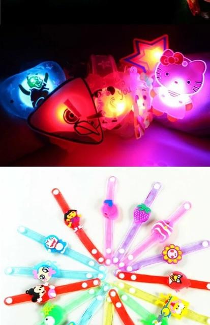 Đồng hồ đeo tay có đèn Led cho bé