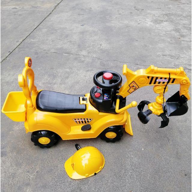 Xe cẩu điện giá rẻ cho bé dòng 188A, trục tay xúc cát điểu khiển, có còi, nhạc. Tặng kèm mũ bảo hộ, tay gắp đồ vật