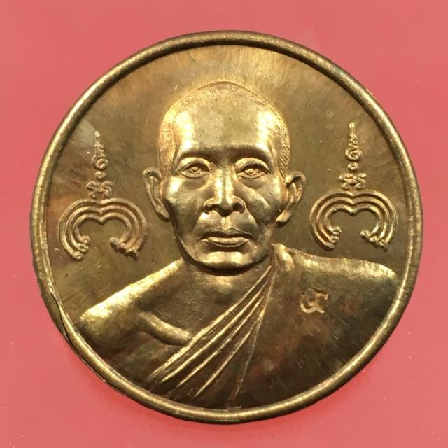 เหรียญกลมตอกโค๊ตเลข 9 หลวงพ่อสาครวัดหนองกรับปี 2545 พระสวยสมบูรณ์บรรยายด้วยภาพ