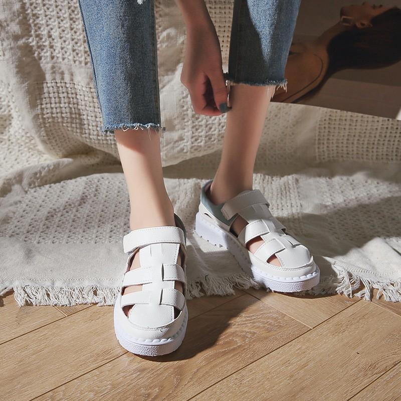 giày xăng đan nữ đế bằng phong cách roman