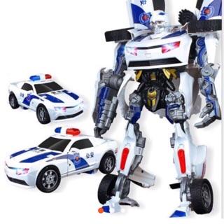 Oto cảnh sát biến hình thành robot