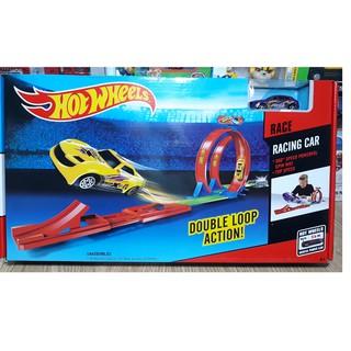 Đường đua xe hotwheel đồ chơi cho trẻ em gồm 1 xe và các thanh ghép thành 2 vòng xoắn