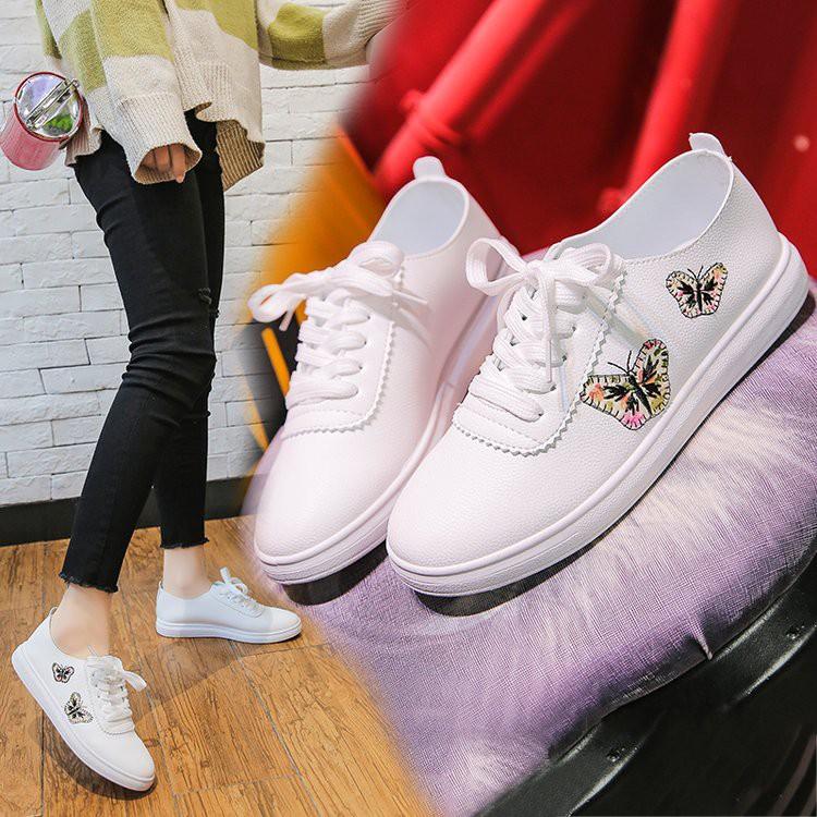 【จัดส่งฟรี】ีขาวนักเรียนหญิงป่ารองเท้ากีฬารองเท้าลำลองแบนสีขาวรองเท้าผู้หญิงเกาหลี
