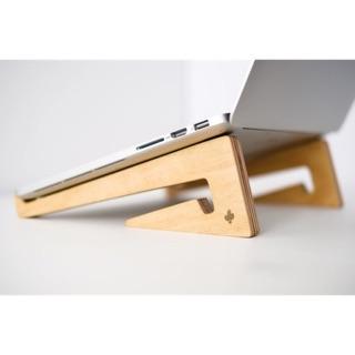 Giá gỗ đỡ laptop nhỏ gọn tiện dụng
