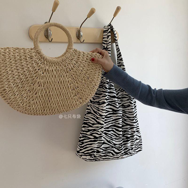 Túi tote vải họa tiết ngựa vằn liền thân chất đẹp