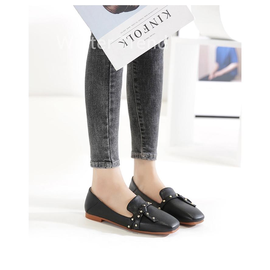 Giày Sandal Mũi Vuông Đính Đinh Tán Thời Trang Nữ