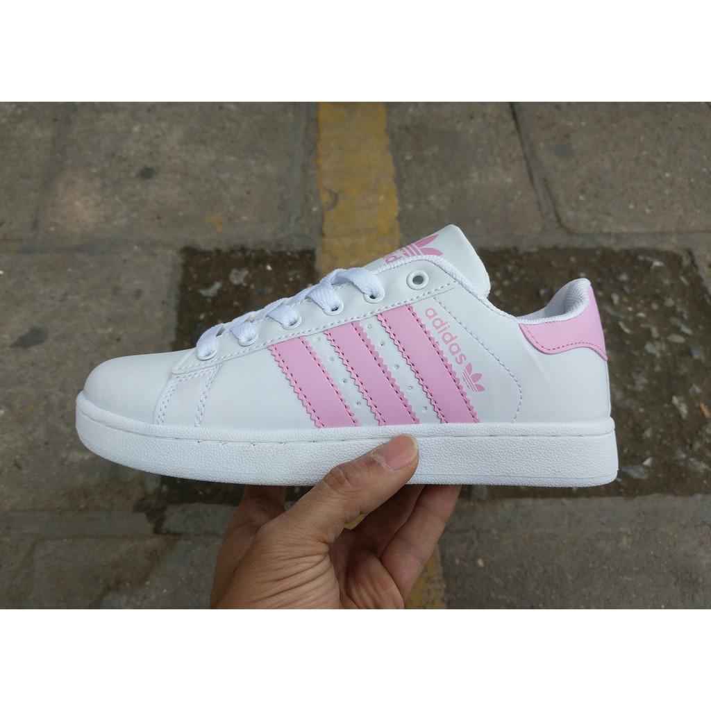 Giày Adidas Superstar mũi trơn màu trắng sọc hồng