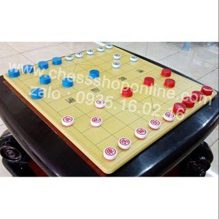 Bộ chơi cờ up quán cà phê ( bàn nhựa, quân cờ hai màu và nắp hai màu )
