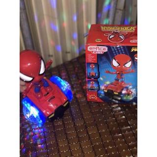Đồ chơi người nhện phát nhạc có đền cho bé
