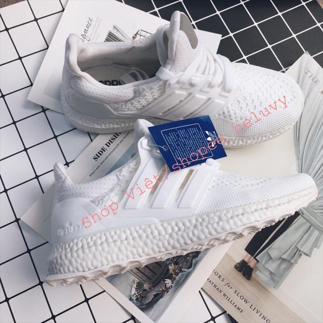 Giày thể thao Ultra Boost 2 màu đen và trắng