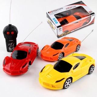 Xe ô tô điều khiển cho bé