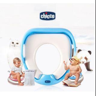 Dụng cụ tắm và vệ sinh cho bé bệ thu nhỏ bồn cầu Chicco có tay cầm giúp bé ngồi vững
