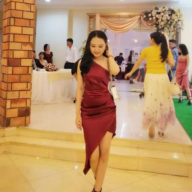 Đầm body phi lụa đỏ mận