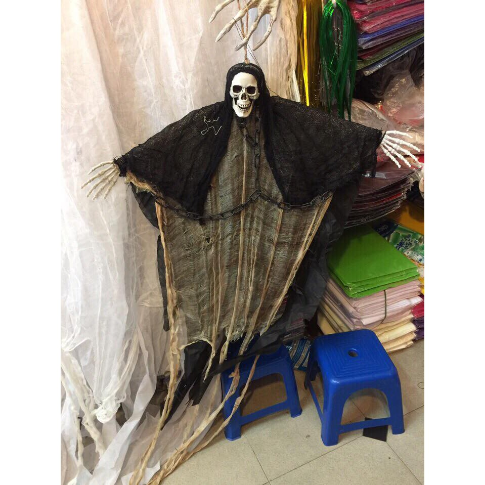 Ma treo halloween áo đen dây xích