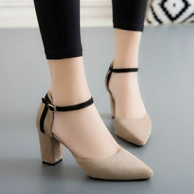 Giày cao gót 7 phân bít mũi 2 màu đen và nâu be