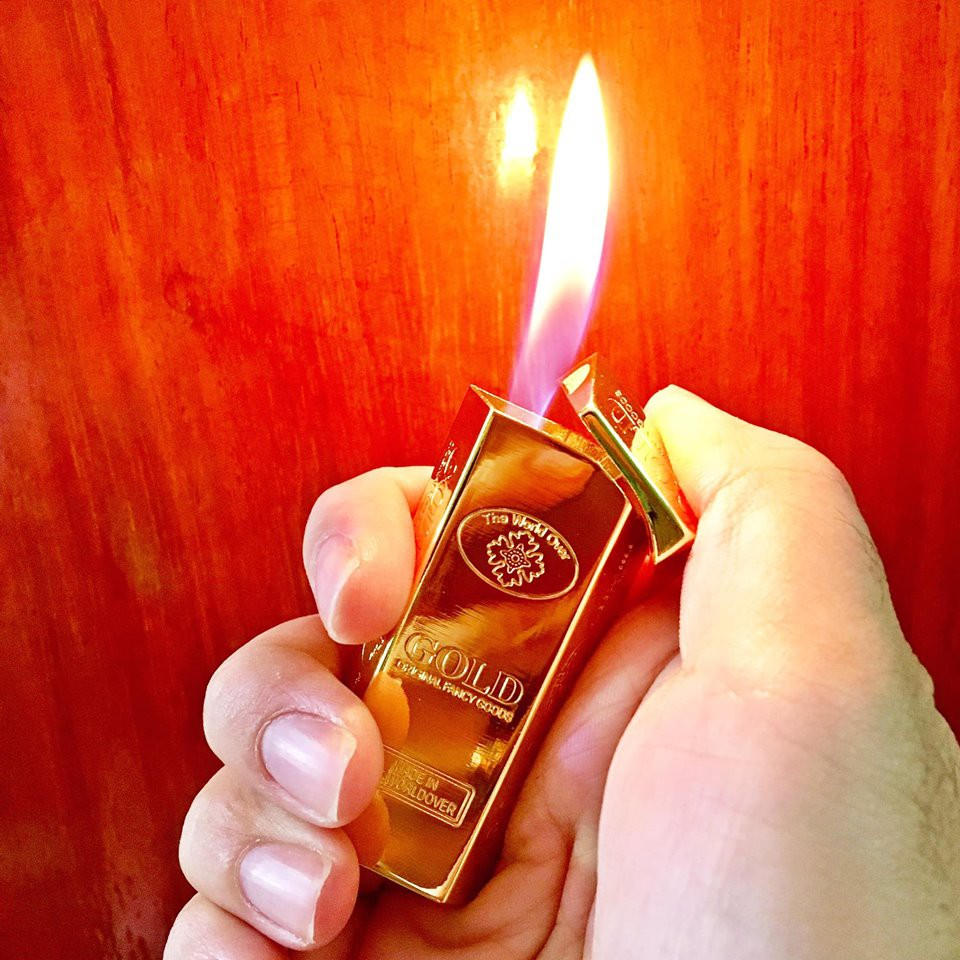 Bật lửa hình thỏi vàng khối
