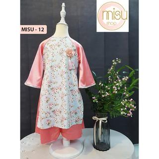 Set áo dài cách tân cao cấp cho bé gái họa tiết hoa đào gồm áo dài và chân váy.