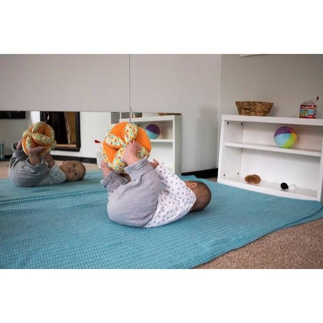 Bóng luyện chân Montessori cho bé 0-6 tháng