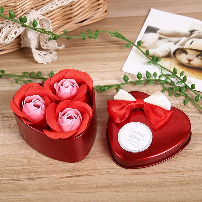 Hoa Xà Phòng Thơm Tình Yêu 3 Bông Trái Tim (Màu Sắc đỏ/hồng/tím)