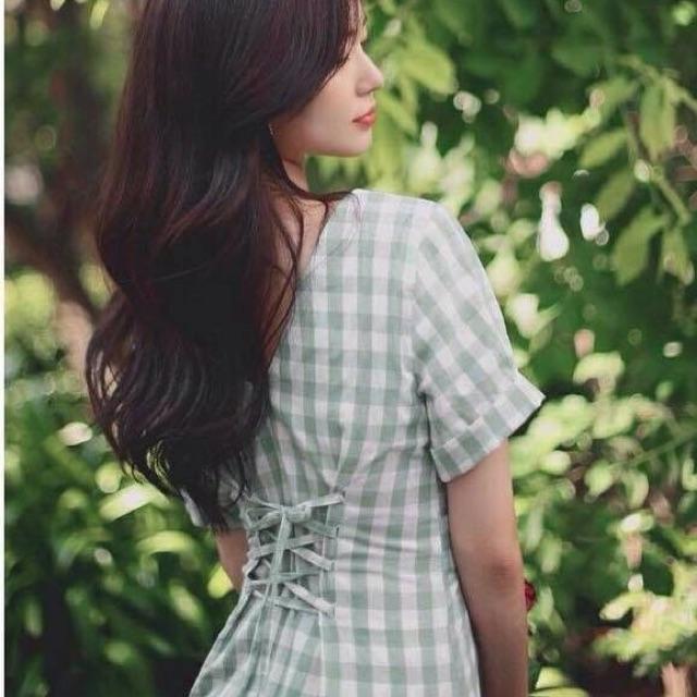 Đầm caro xanh đan dây lưng