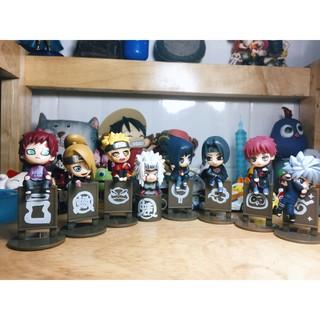 Mô hình 8 nhân vật Naruto kèm huy hiệu làng