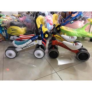 xe chòi chân thăng bằng cho bé