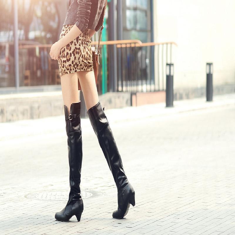 【จัดส่งฟรี】ผู้หญิงใหม่ขนาดใหญ่กว่ารองเท้ารองเท้าหัวเข่าหนากับรองเท้าไรเดอร์ส้นสูง
