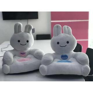 Ghế sofa thỏ bông Merries – quà tặng tã Merries