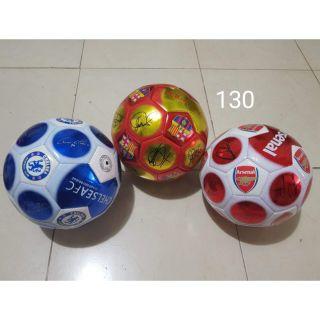 Bóng đá tặng 1 đôi tất thể thao