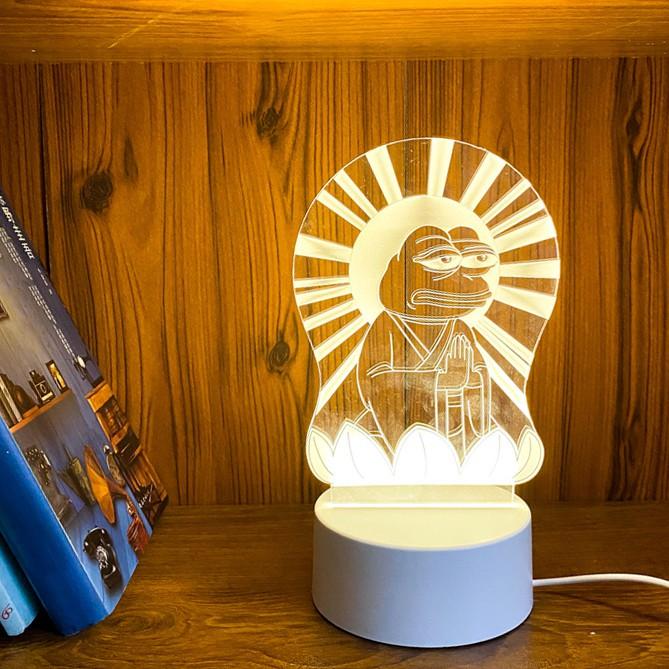 Đèn ngủ LED 3D phát sáng ếch xanh Pepe mặc áo phật dành cho vozer