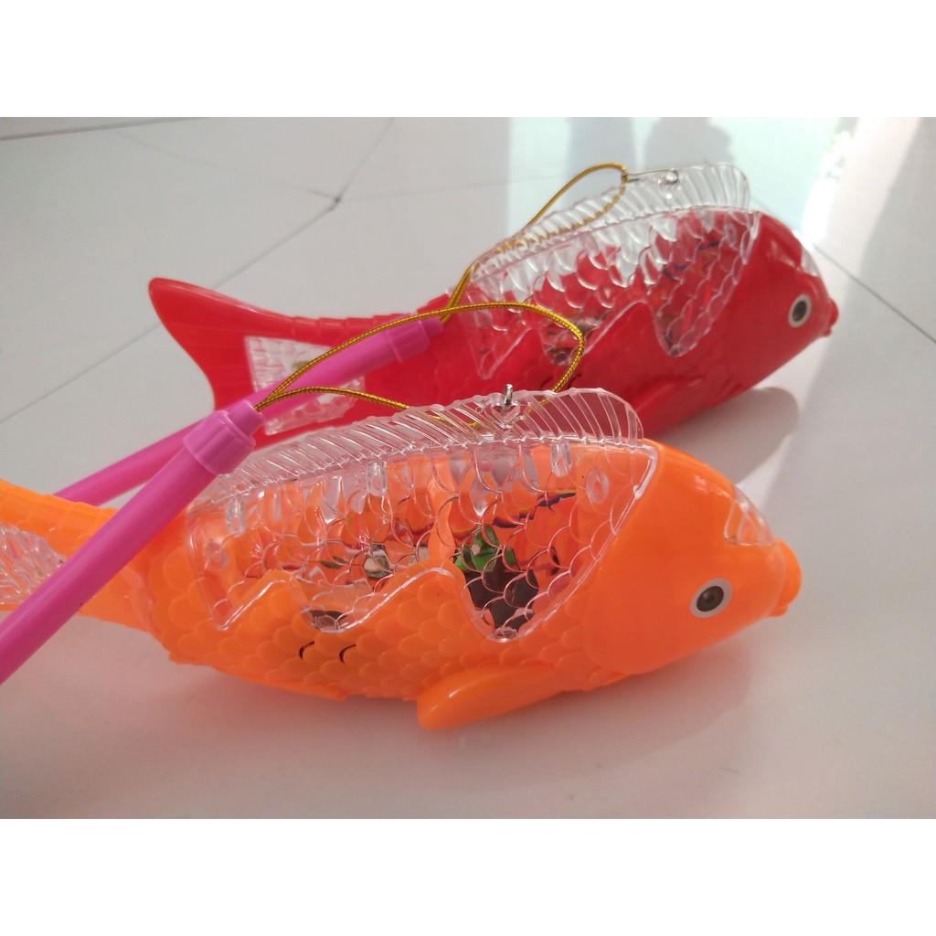 [HÀNG ĐẸP GIÁ TỐT]đồ chơi cho bé – Lồng Đèn Cá Chép Phát Nhạc Có Đèn Led Có Bánh Xe( Cá Quẫy Đuôi )