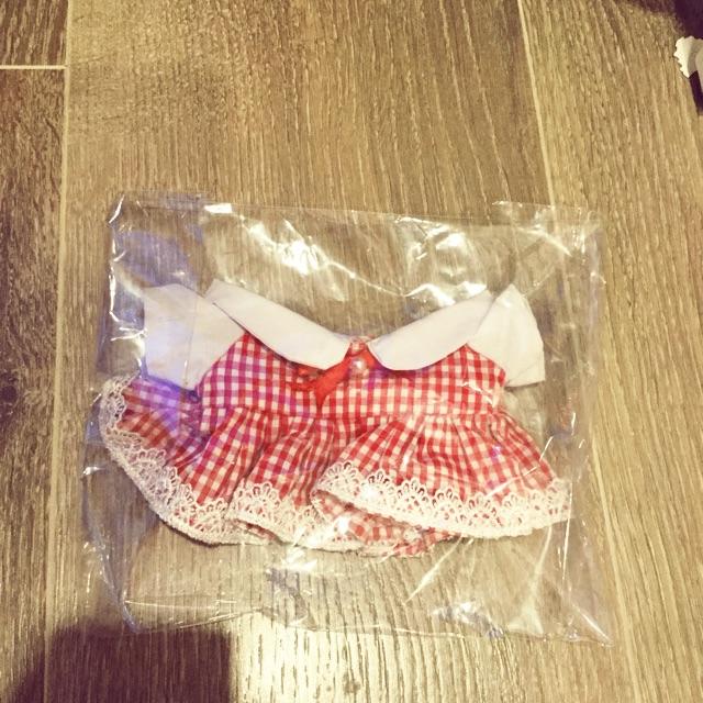 Váy sọc trắng đỏ cho doll 20cm outfit