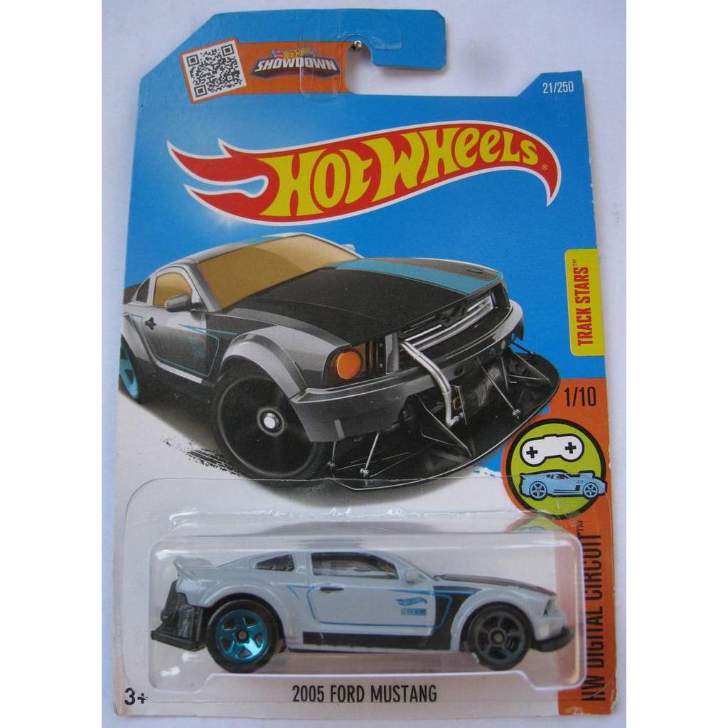 Xe mô hình Hot Wheels '05 Ford Mustang DHX15