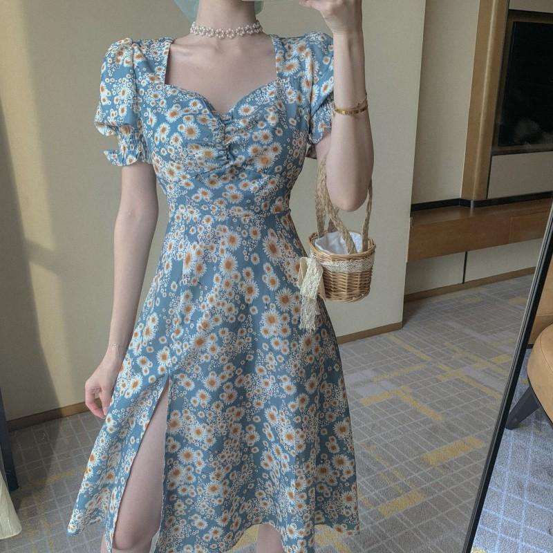 Đầm Tay Ngắn Cổ Vuông Họa Tiết Hoa Cúc Thời Trang