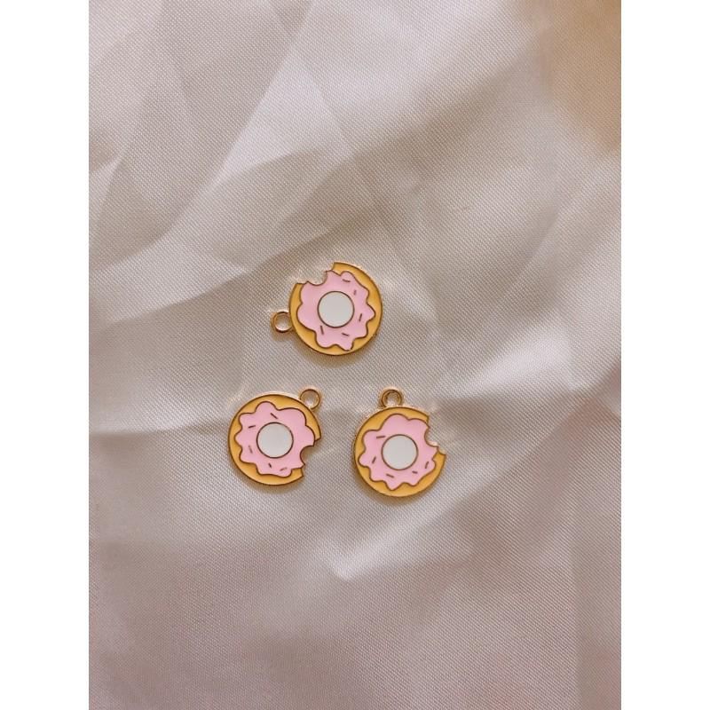 Charm kim loại hình bánh Donut