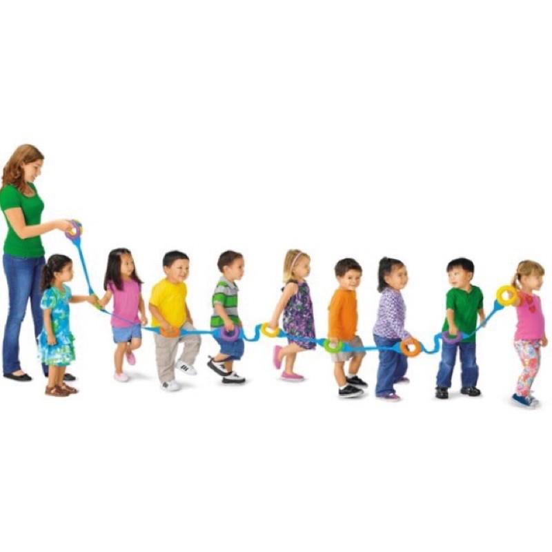 Dây dắt trẻ dã ngoại đi dạo cho bé
