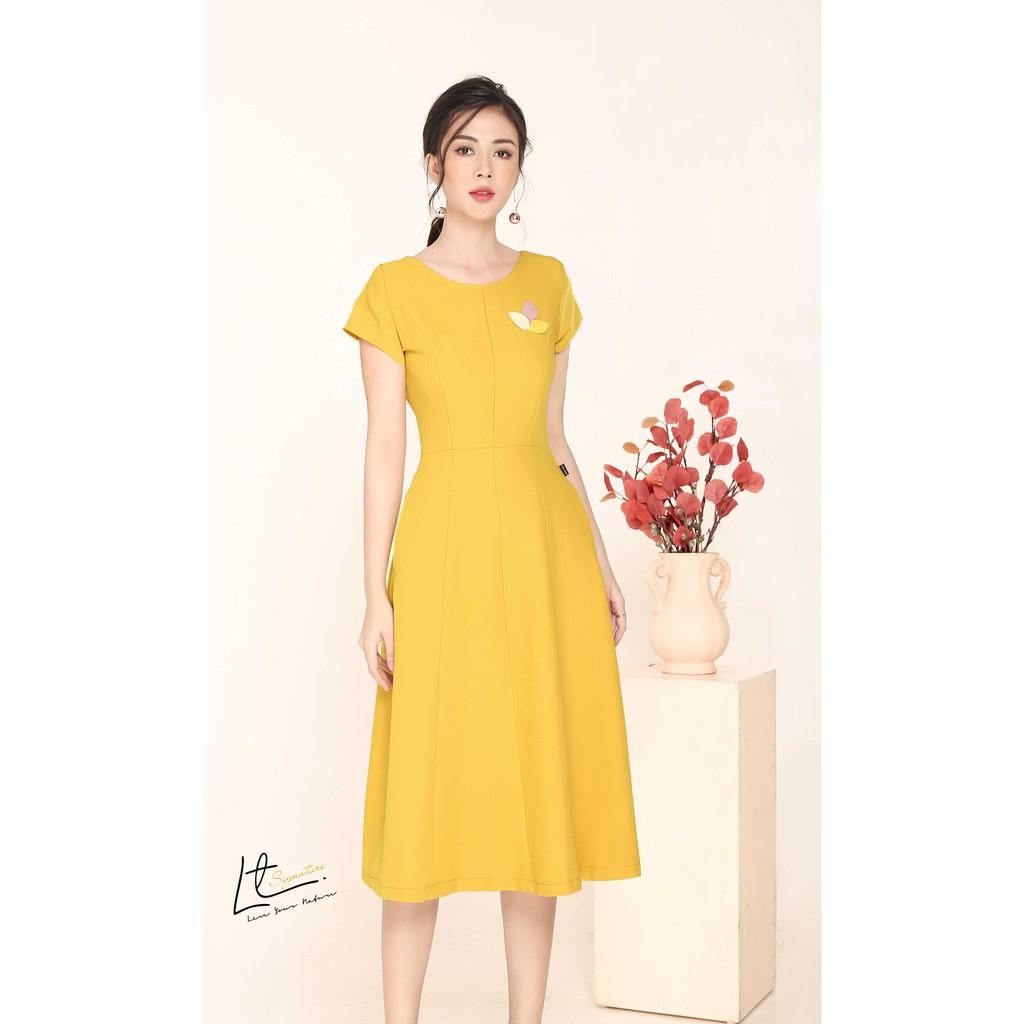 Mặc gì đẹp: Tinh tế với Đầm xoè đính lá Lyntran design váy tối giản chất liệu mát, sóng vải, mềm mại