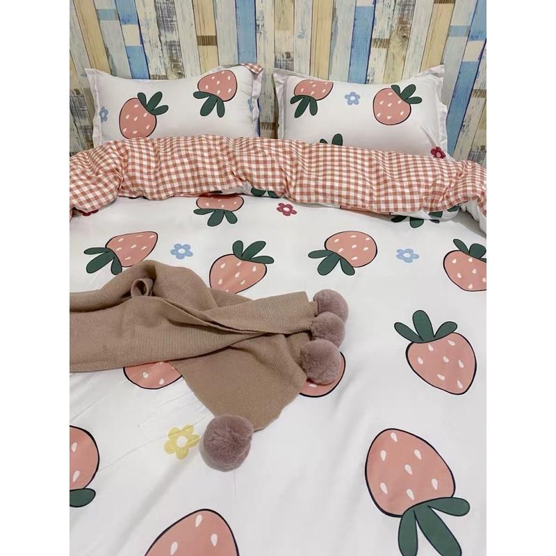 Set Chăn Ga Dâu Tây Ga Caro Hồng Cam Cotton Poly Siêu Đáng Yêu (Shinbedding.shop)