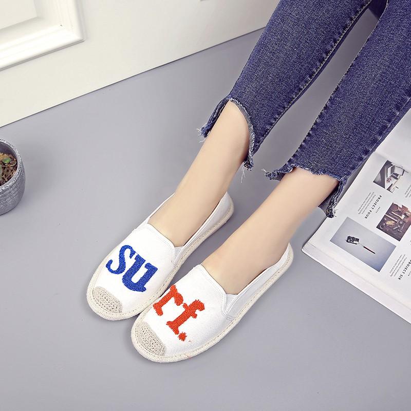 Giày mọi giày lười cói thêu chữ