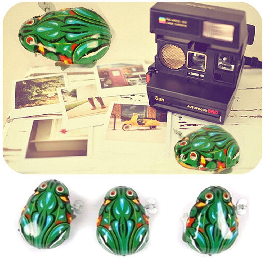 Green Iron Sheet Frog Wind Up Clockwork Jump Children Toy Funny
