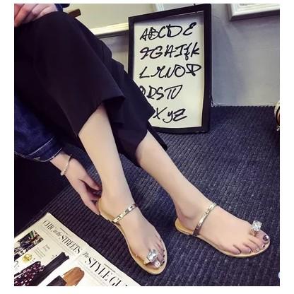 Dép sandal nữ kiểu xỏ ngón thiết kế đơn giản hợp thời trang