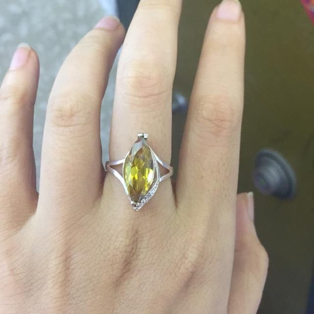 Nhẫn đá hạt dưa màu vàng - 3339883 , 637784785 , 322_637784785 , 99000 , Nhan-da-hat-dua-mau-vang-322_637784785 , shopee.vn , Nhẫn đá hạt dưa màu vàng