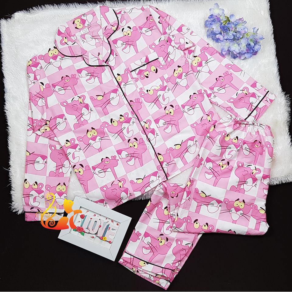 "Đồ bộ Pijama Dài Kate Thái - ""Chú Báo Hồng"" - Dưới 60kg - 3407475 , 1316403799 , 322_1316403799 , 160000 , Do-bo-Pijama-Dai-Kate-Thai-Chu-Bao-Hong-Duoi-60kg-322_1316403799 , shopee.vn , Đồ bộ Pijama Dài Kate Thái - ""Chú Báo Hồng"" - Dưới 60kg"