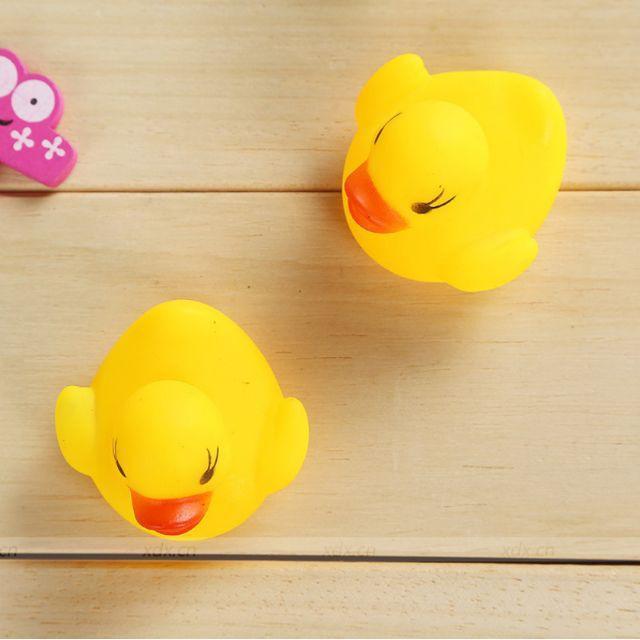 (Đồ chơi cho con) Đàn Vịt Thả Bồn Tắm 🦆🦆🦆 đáng yêu (1 vịt mẹ và 3 vịt con) CXS