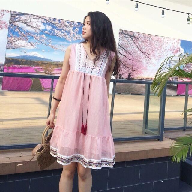 Đầm suông thổ cẩm ( trắng, hồng) - 3509091 , 1252506803 , 322_1252506803 , 205000 , Dam-suong-tho-cam-trang-hong-322_1252506803 , shopee.vn , Đầm suông thổ cẩm ( trắng, hồng)