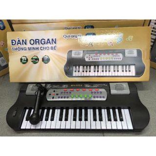 Đàn organ có micro. Ghi âm cho bé